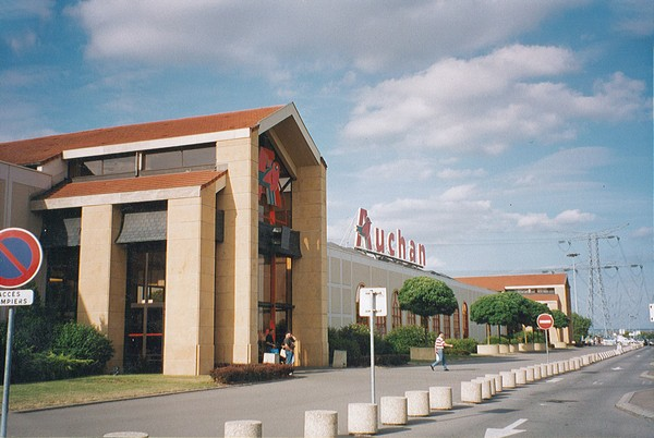 France : Auchan - Semecourt - France 01